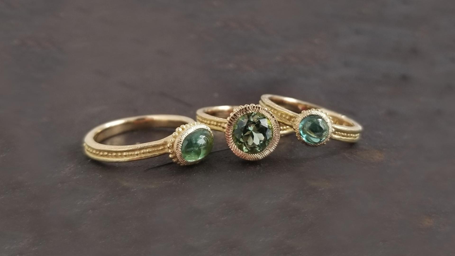 Bagues de créateur en or et gemmes de couleur valérie lachuer artisant bijoutier