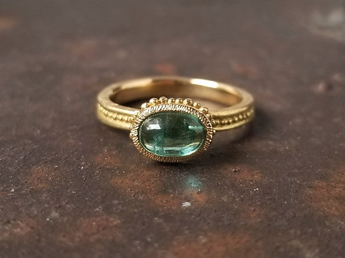 Roma ring oval, green cabochon