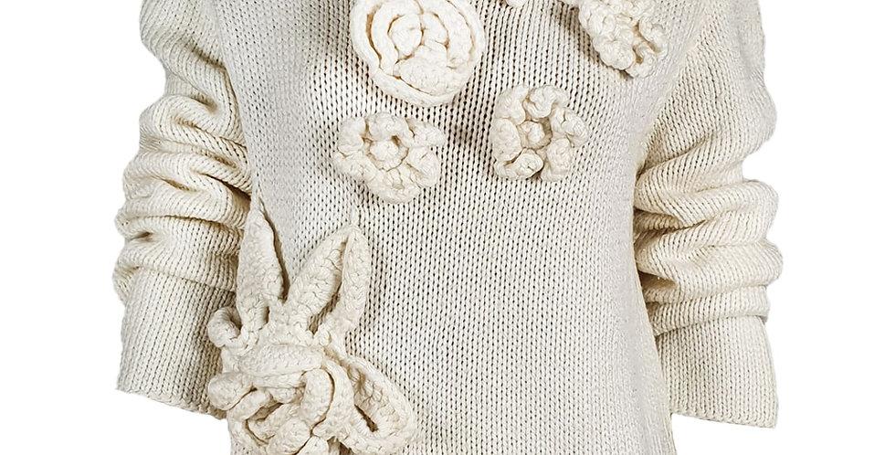 Pull blanc cassé avec grosses fleurs relief cousues