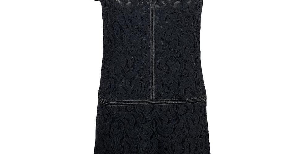 Robe noire en dentelle