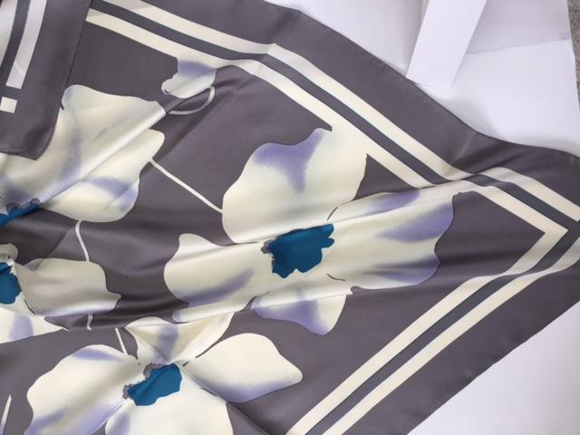 日本製シルクスカーフ スクエアー