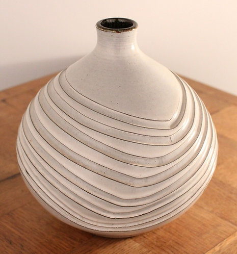 GUY SYDENHAM Poole Pottery Ivory/Black Clay Onion Vase