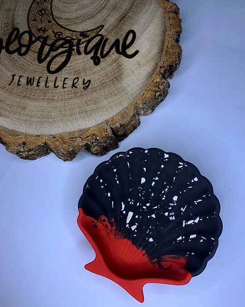 Black & Red Shell Trinket