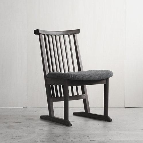 格子組みの椅子