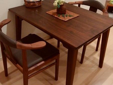 アームチェアと特注テーブルのお届け