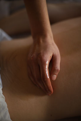 abhyanga-ölmassage-ayurveda-massage-therapist-berlin-rasayana-sabrina-kast