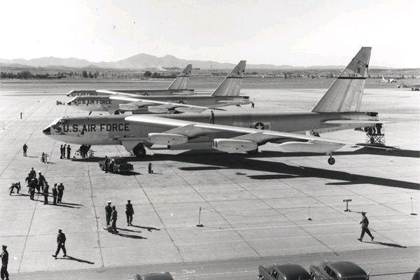 B-52-castleafb-1957.jpg
