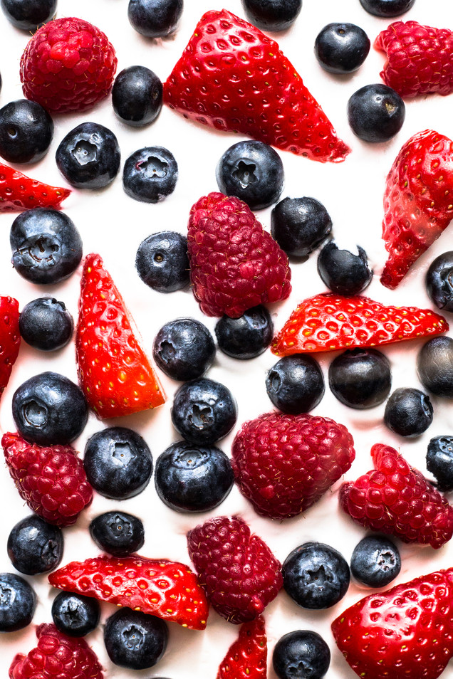 London_food_photographer_berries_cake