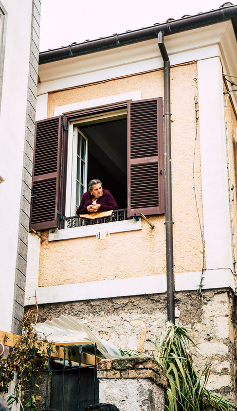 Italy_food_photographer_lady_by_the_window
