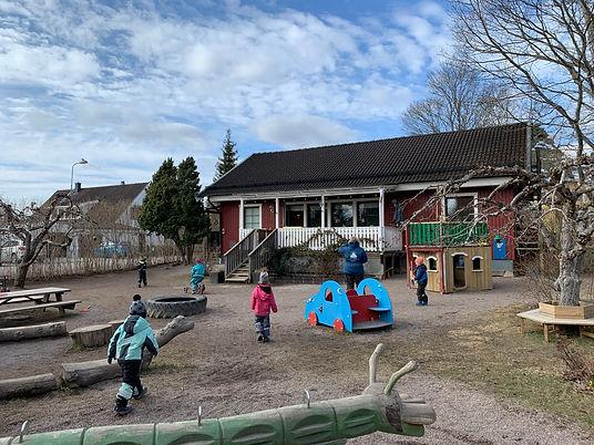 smafolket_garden_barn.jpg