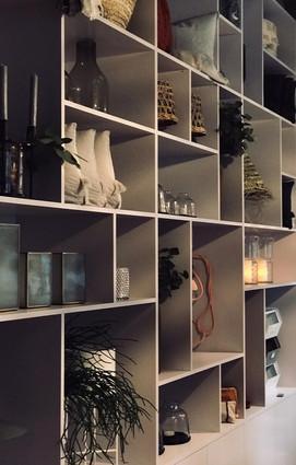 showroom-news on the wall