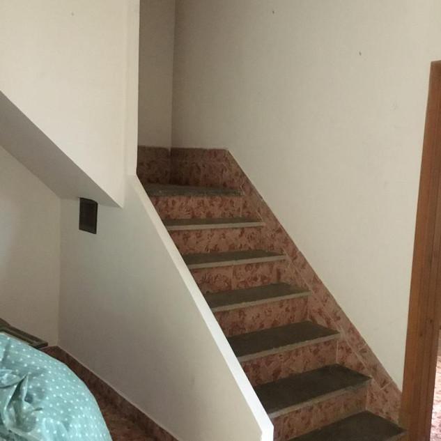 VORHER Treppenaufgang