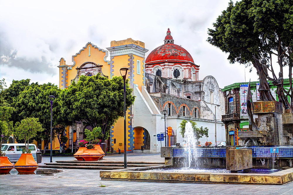 A colorful building in the city of Puebla