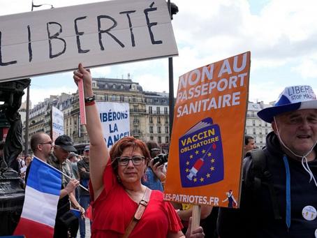 Vídeo mostra franceses nervosos ao serem impedidos de comprar por não possuírem passaporte de vacina