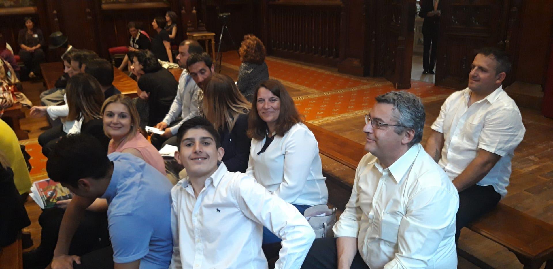 Les familles portugaises, membres et volontaires des associations et clubs de la FAPB, sont venus au concert de musique classique. Pour les plus jeunes c'était une prèmiére. La bonne humeur est visible.