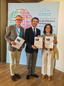 Declaração do Porto-Oportunidades para os Jovens Luso Descendentes, empunhada pelo Secretário de Estado das Comunidades Portuguesas, Dr. José Luis Carneiro e a delegação da FAPB