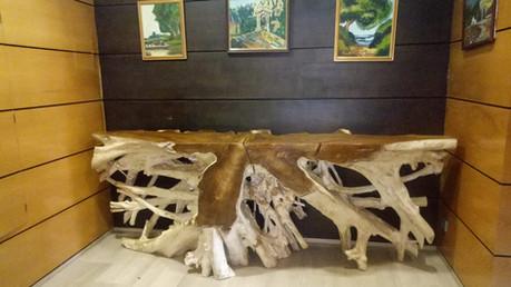 Recibidor Rústico con consola de madera de Raíz de Teca fabricada a medida