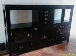 Mueble colonial oriental pintado apardor negro.jpg