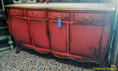 Mueble colonial vintage pintado aparador sobre teka rojo.jpg