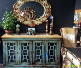 Mueble colonial vintage pintado aparador sobre teka gris.jpg