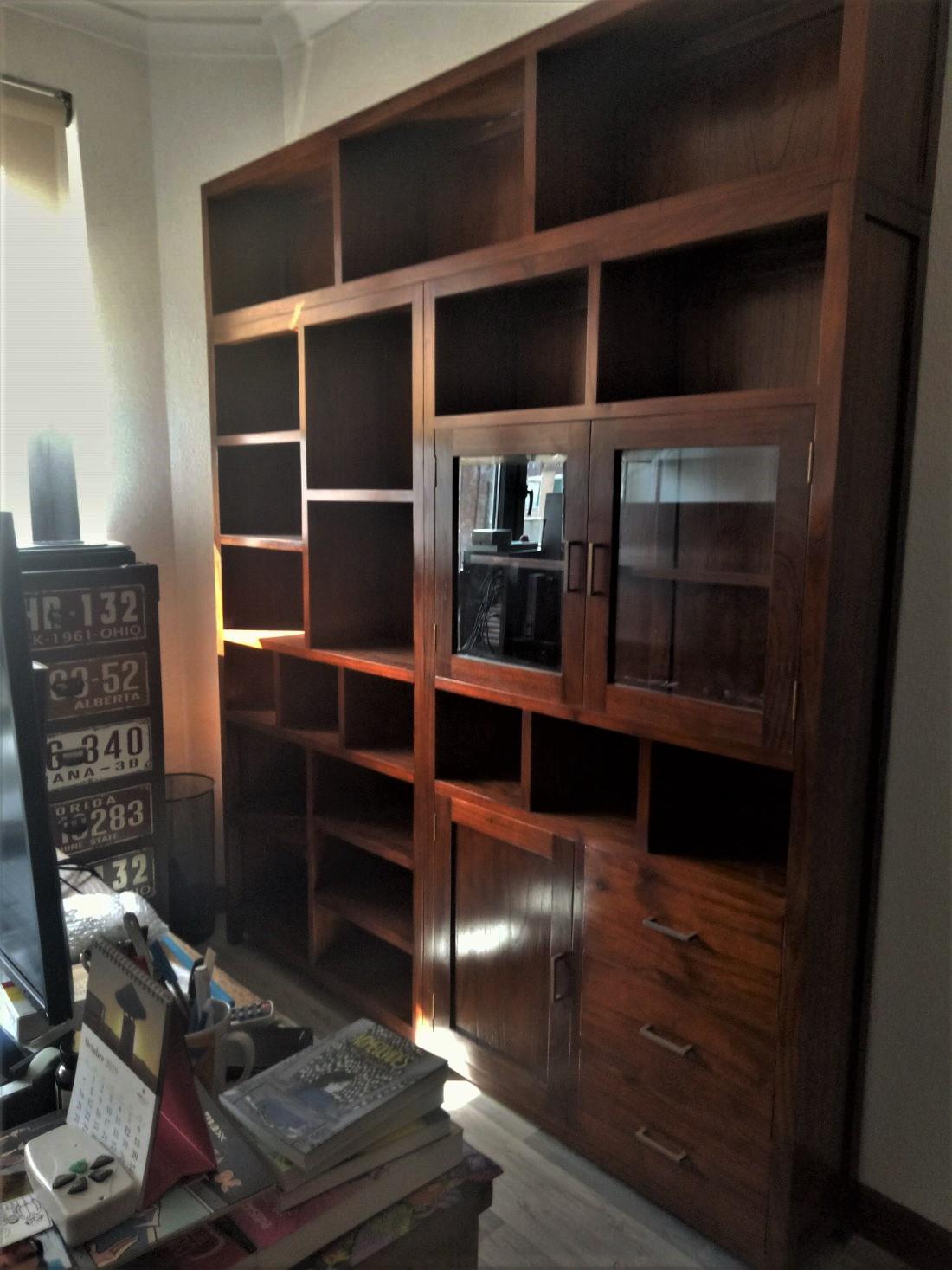 Librería Colonial Maciza