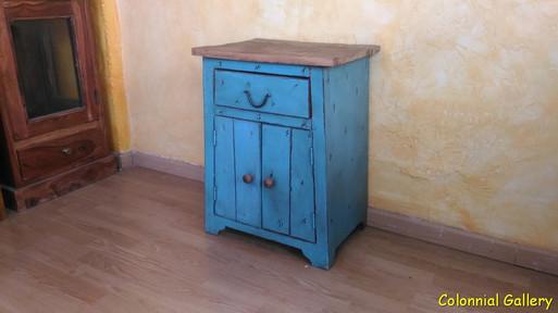 Mueble colonial reciclado pintado mesita auxiliar bicolor.jpg