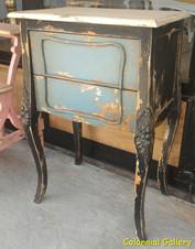 Mueble colonial vintage pintado mesita auxiliar negra gris.jpg