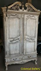 Mueble colonial vintage pintado armario envejecido.jpg