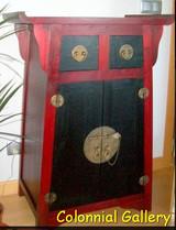 Mueble colonial oriental pintado auxiliar rojo negro.jpg