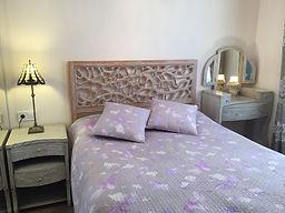 Dormitorio Provenzal con Cabezal Decapado