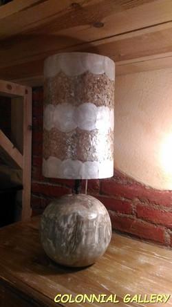 Lámpara sobre mesa Nacar y Teca