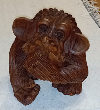 Talla madera Mono Silencio