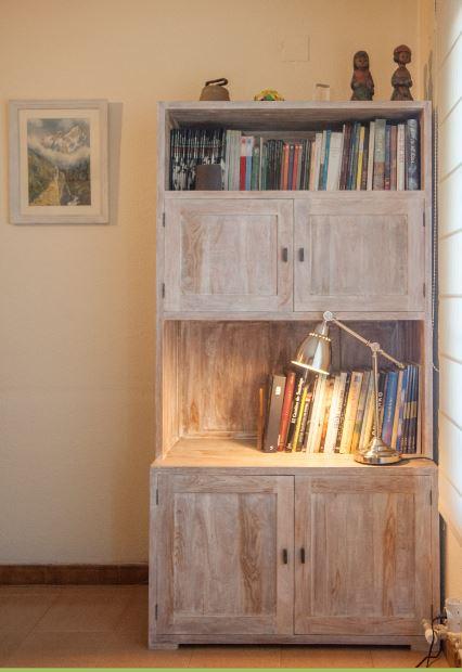 Libreria esquinera en teca decapada