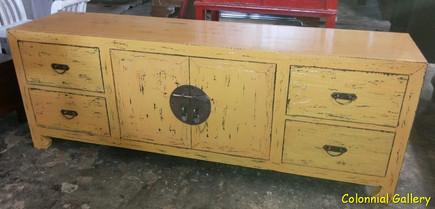 Mueble colonial oriental pintado mueble tv crema.jpg