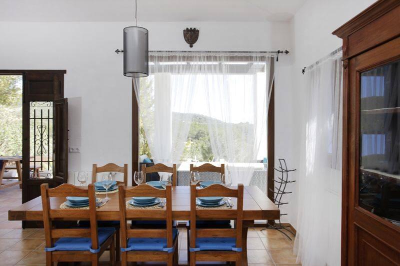 Mesa y sillas de roble