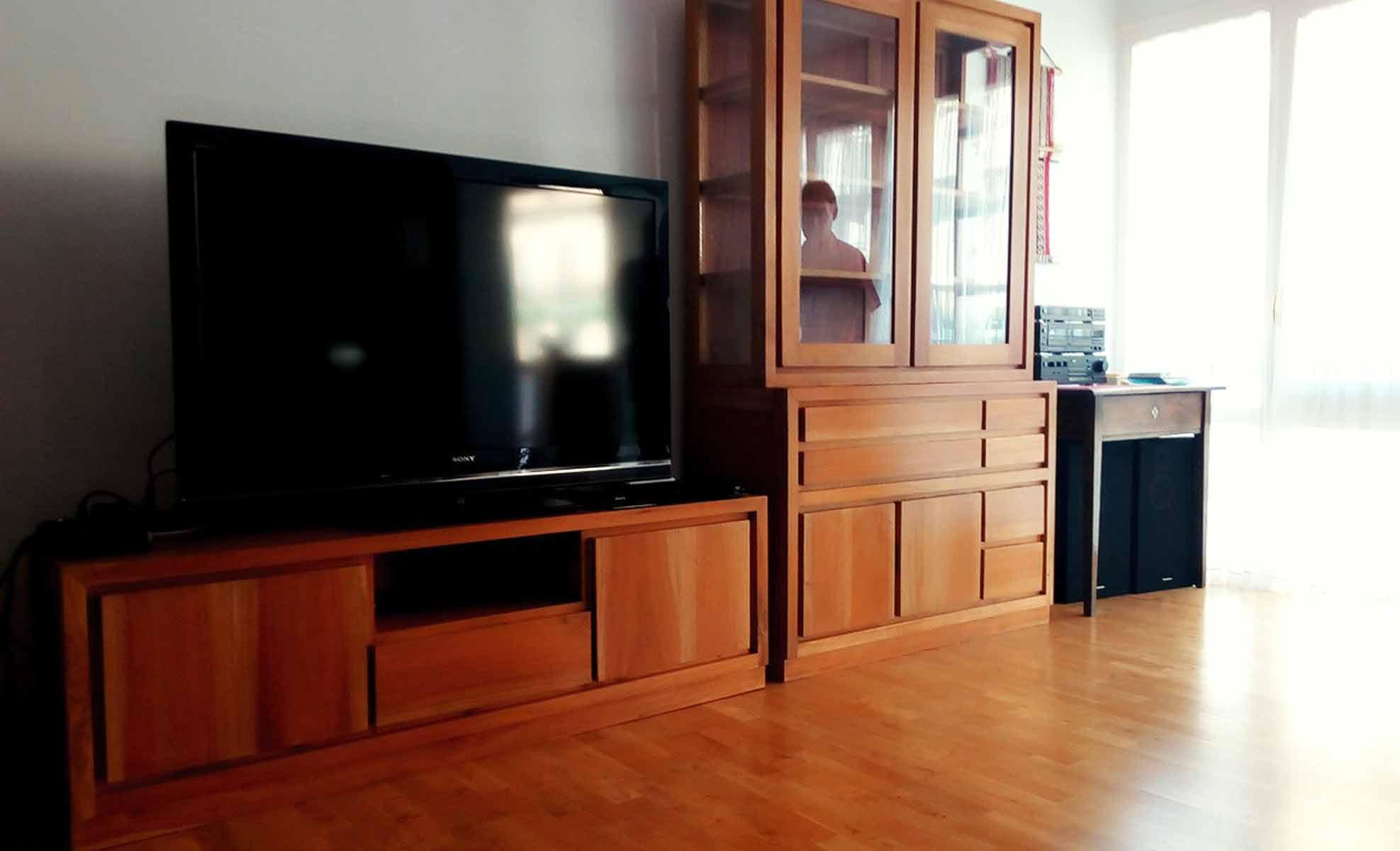 Mueble TV y Vitrina Colonial