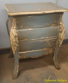 Mueble colonial vintage pintado mesita noche gris crema.jpg