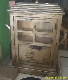 Mueble colonial vintage pintado mesita auxiliar.jpg