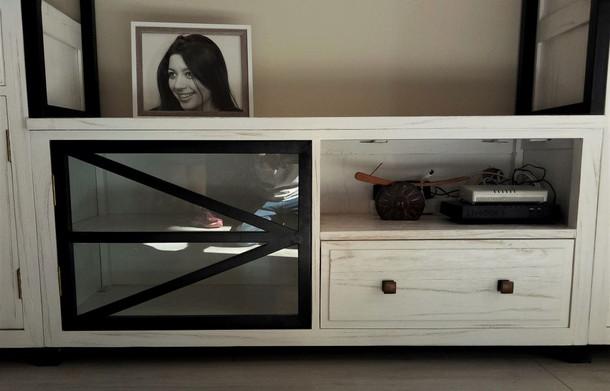 Mueble Televisor Blanco con Hierro