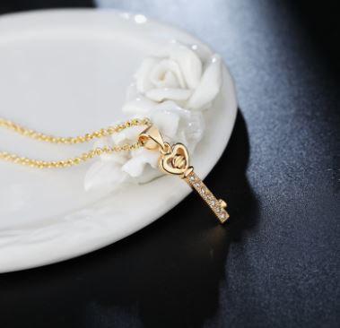 Collier pendentif clé
