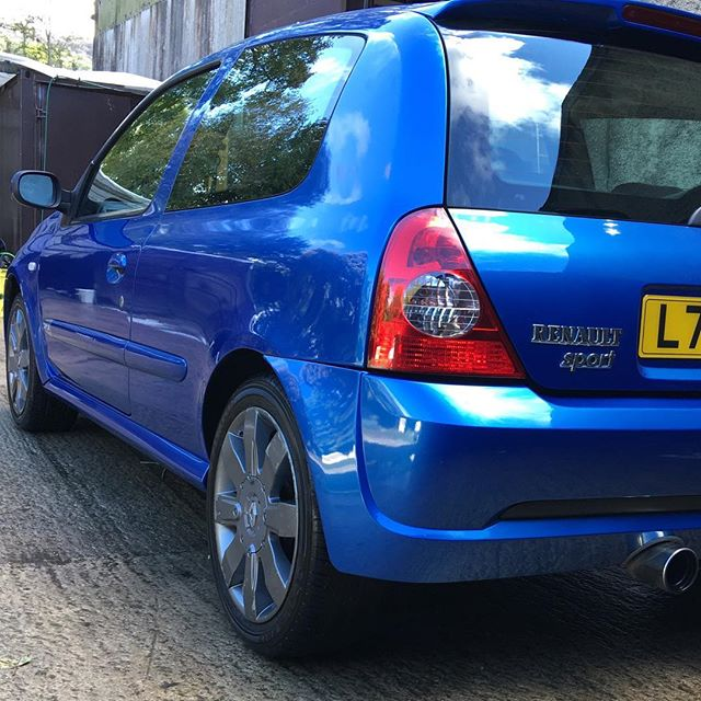 Today's #dailydetail on a #cliosport love the awesome electric blue colour when it's been polished!