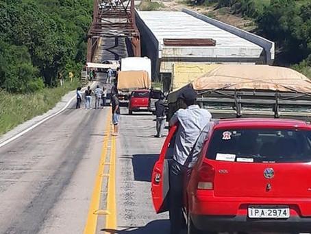 Agricultores impedem trânsito na ponte do Costa como forma de protesto