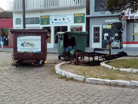 Ataque de vândalo eleva para R$ 12 mil o prejuízo com containers queimados
