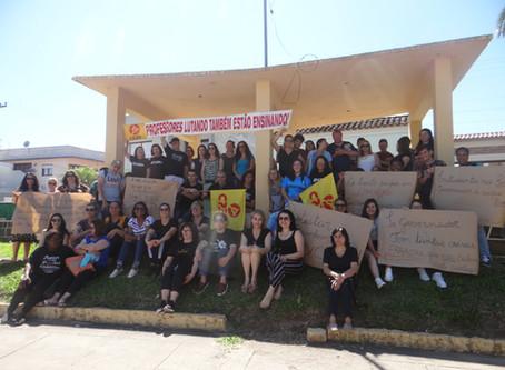 Comando de greve do Magistério protesta contra pacote de medidas de Eduardo Leite
