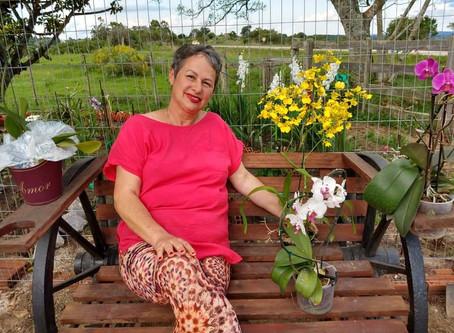 """Venci o câncer de mama e hoje sou uma pessoa feliz"""", garante a professora Carmem"""