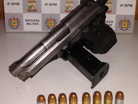 Na zona rural, POE prende dois homens com pistola e moto furtadas