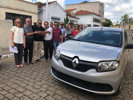 Secretaria de Saúde recebe mais um carro para ser usado em viagens a Porto Alegre