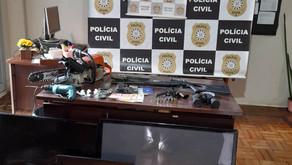 Operação policial prende homem com armas, maconha e cocaína na zona rural