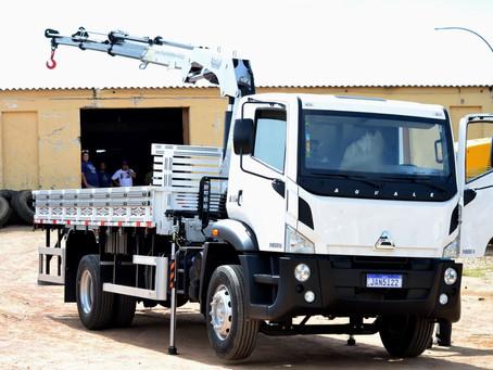Prefeitura recebe caminhão comprado com recursos destinados pelo Pré-sal