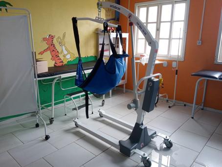 Hospital adquire equipamento que suporta pacientes de até 180 quilos